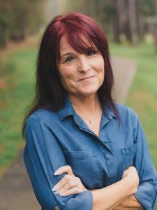 Kelly Hanes Author